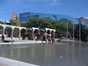 Plaza olimpica, con el ayuntamiento azul al fondo.