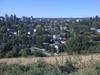 La zona en la que vivo esta en lo alto de una colina. Aqui estoy al bordede la colinamirando hacia el Sur-Oeste. (las Rocosas alla al fondo!)