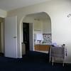 Separacion entre el cuarto y la zona del armario y baño