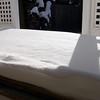 Nieve acumulada en puerta trasera de la casa
