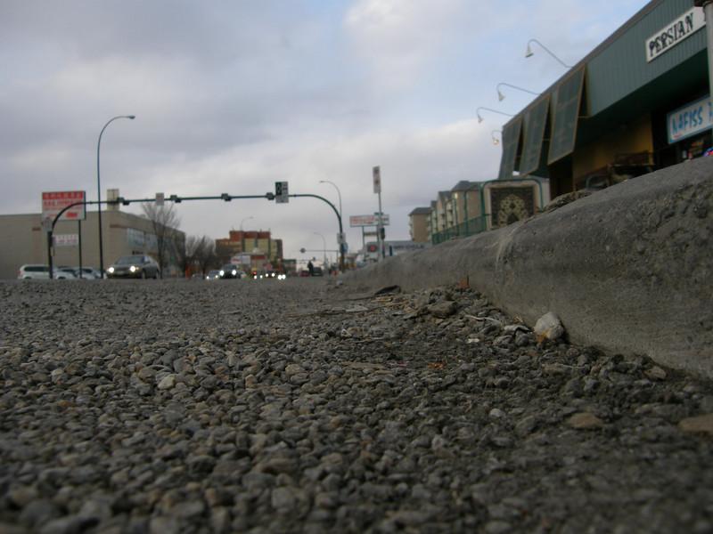 Estas piedrecillas tienen su historia. Las ponen en las carreteras en invierno para que los coches tengan mas traccion en nieve.