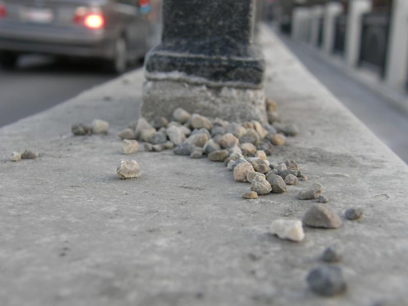 Las famosas piedrecillas que te pueden hacer resbalar y caer si andas sin cuidado.