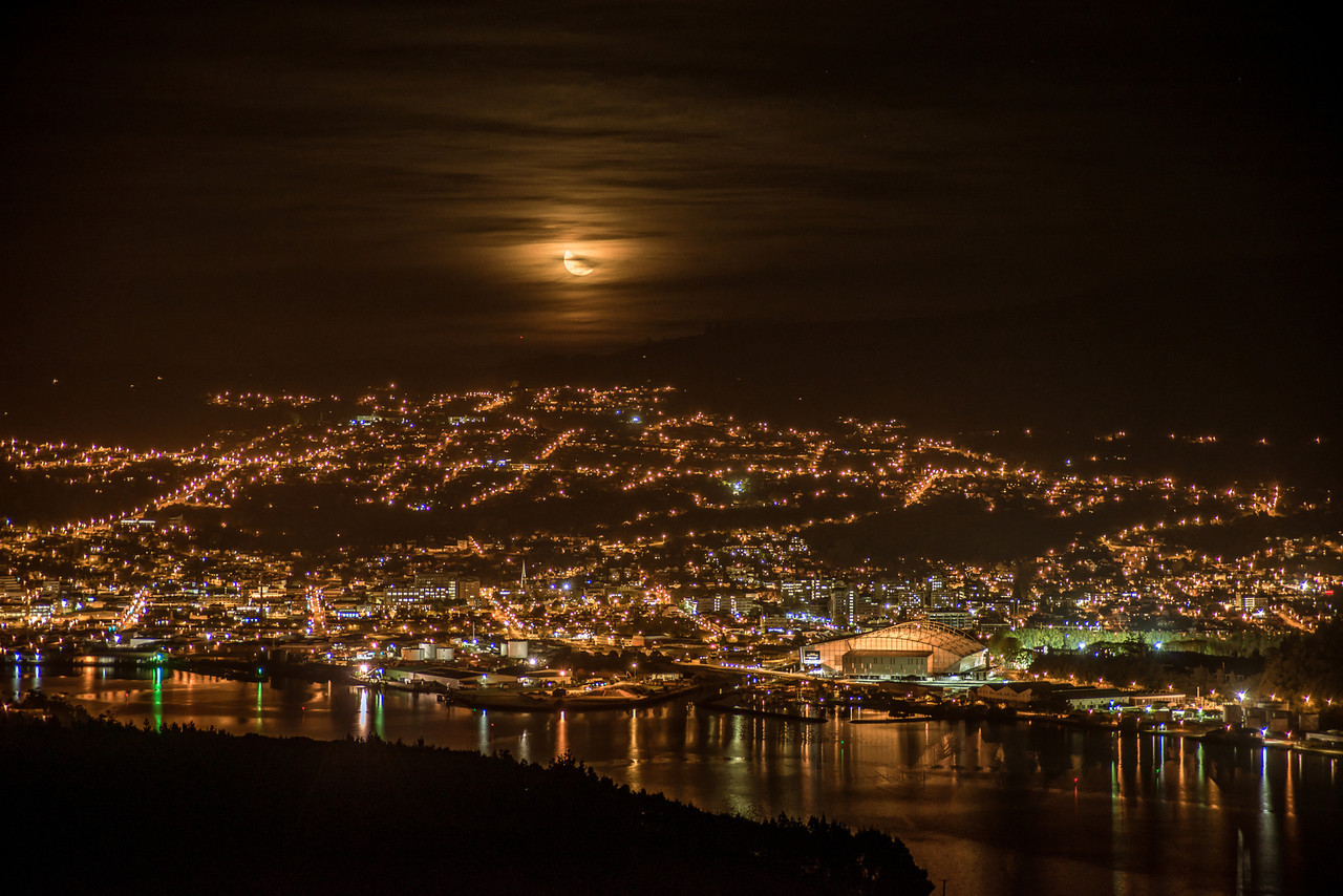 Moonset over Dunedin