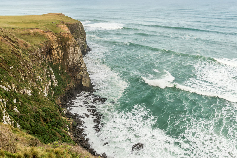 The cliffs west of Te Whakarekaiwi, Okia