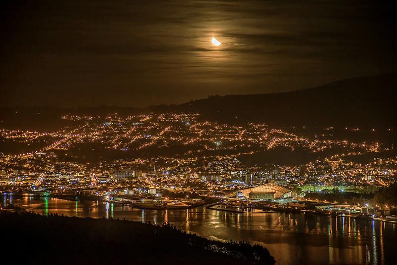 Moonset over Dunedin - time lapse