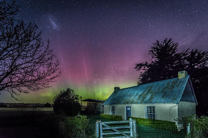 Aurora australis over the Old Sod Cottage, Milton. 20 September 2015 h23:55