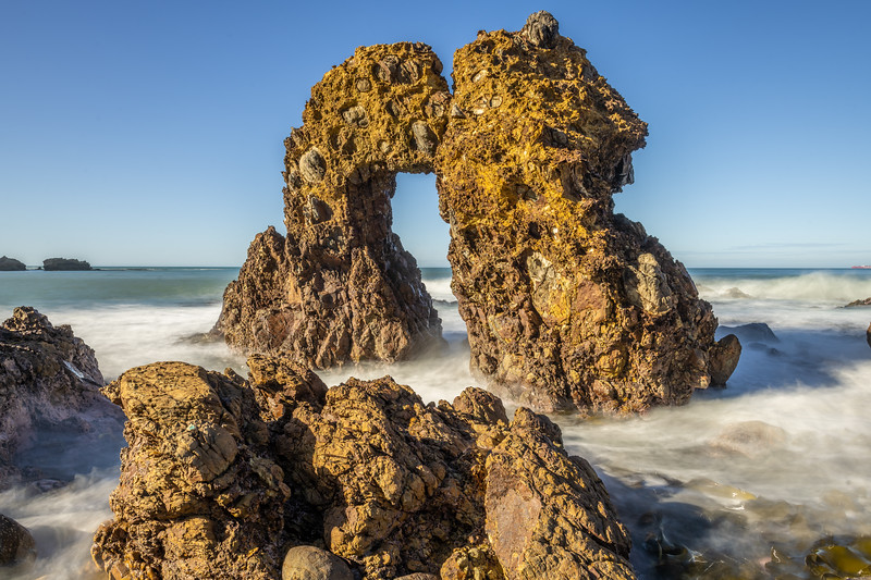 Natural rock arch. Huriawa Peninsula, Karitane.