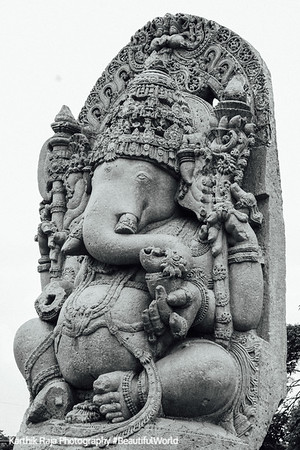 Ganesha sculpture in Kedareshwara temple at Halebidu