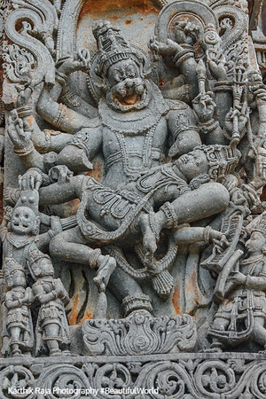 Vishnu with the head of a lion disemboweling Hiranyakashipu on his lap (Lakshminarasimha), Hoysaleswara temple, Halebidu