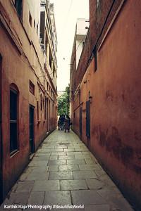 Narrow escape passage, Jallianwala Bagh, Anritsar, Punjab, India