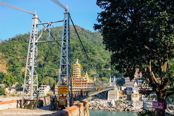 Lakshman Jhula, Temple town of Rishikesh, Uttaranchal, India