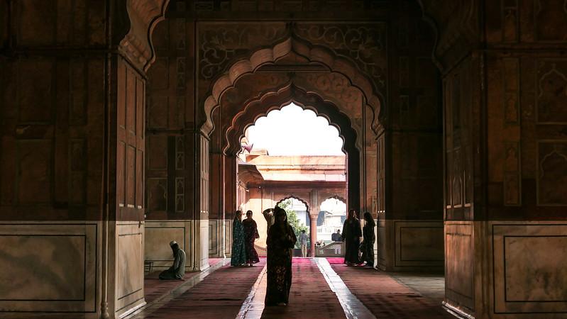 Interior of the prayer hall of Jama Masjid.