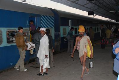 269 - At the Jhansi train station