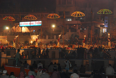 053 - The ceremony in Dashashwamedh ghat