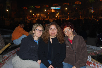 054 - Taryn, Hannaha , and Ayelet on the Ganges