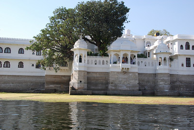 536 - Udaipur lake
