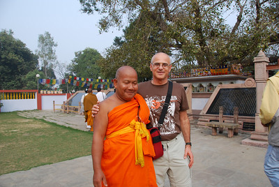 030 - Yair and the Budhist priest in Sarnath