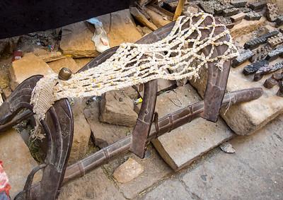 Metal camel saddle