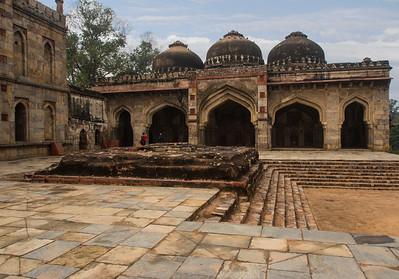 Bada Gumbad, a three domed masjid (mosque), Lodhi Gardens, Delhi