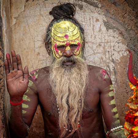 A local man depicting Lord Shiva, Orchha, India