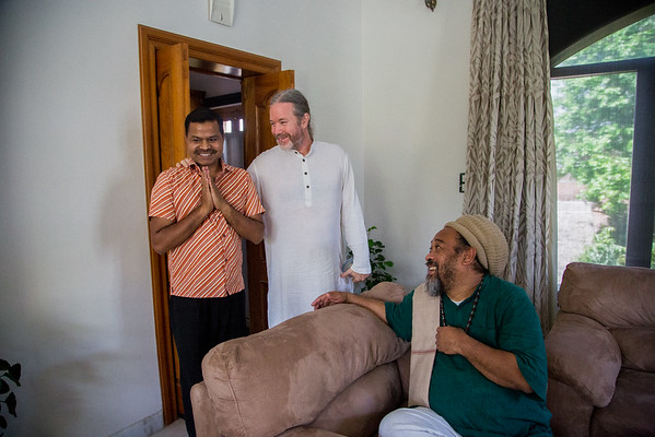 Lucknow Moments with Mooji - Photos with Mooji
