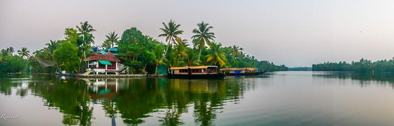 Manu's Rooms on the backwaters at Kodamthuruth, Kerala