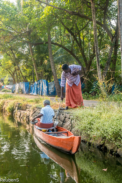 Exchanging goods on the backwaters near Kodamthuruth.