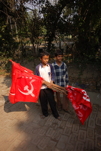 India, West Bengal, Kolkata: Posing with the flags for Emilie.