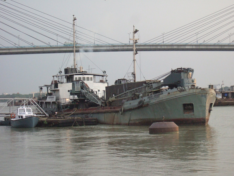 Ships seen against the Hooghly bridge.