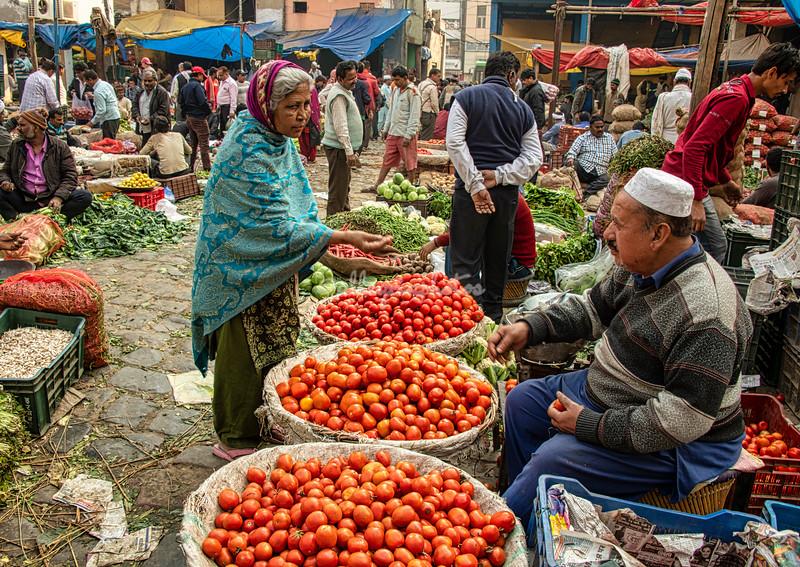 Buying tomatoes, Delhi