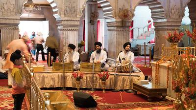 This is a Sikh temple.  Gurdwara Sis Ganj Sahib, is one of the nine historical gurdwaras in Delhi.