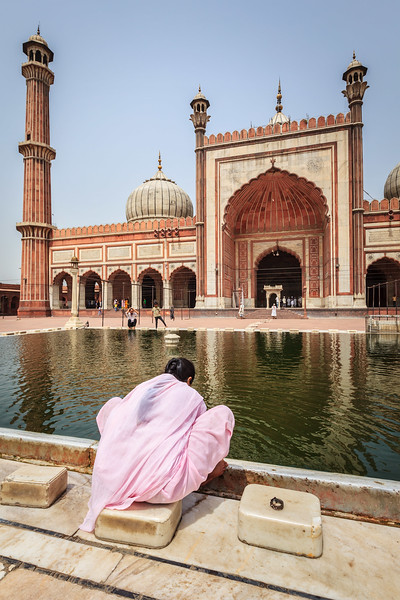 Woman in Jama  Masjid - the largest mosque in India. Delhi, India