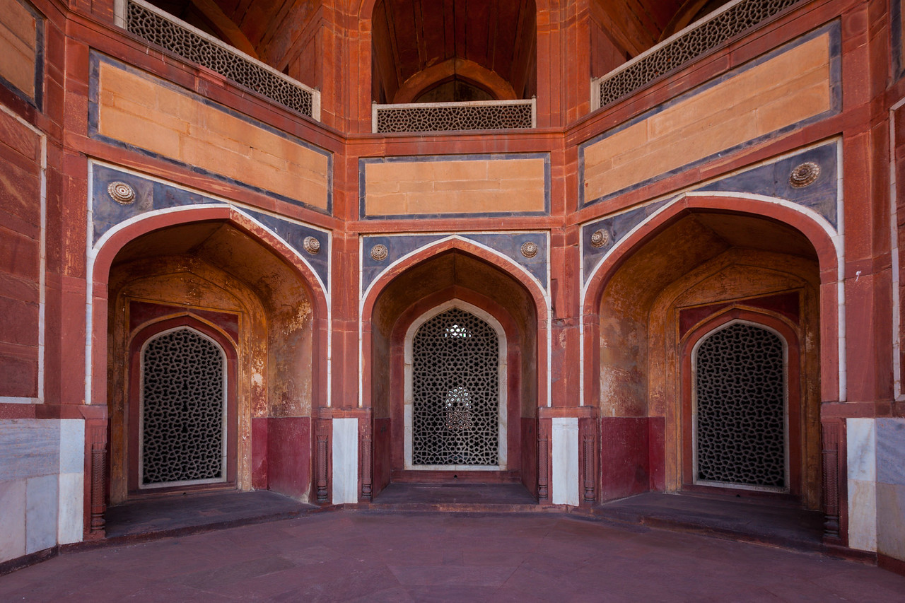 Arch with carved marble window. Mughal style. Humayun's tomb, Delhi