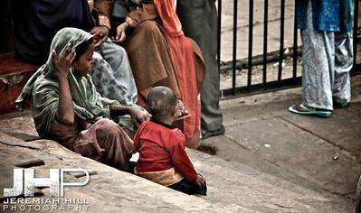 """Mother and Child at Jama Masjid"", Delhi, India, 2007 Print IND3118-011"