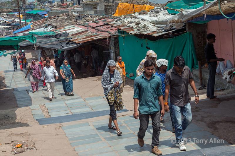 Pilgrims walking up to the Kalikamata Temple, Pavagadh Hill, Gujurat, India