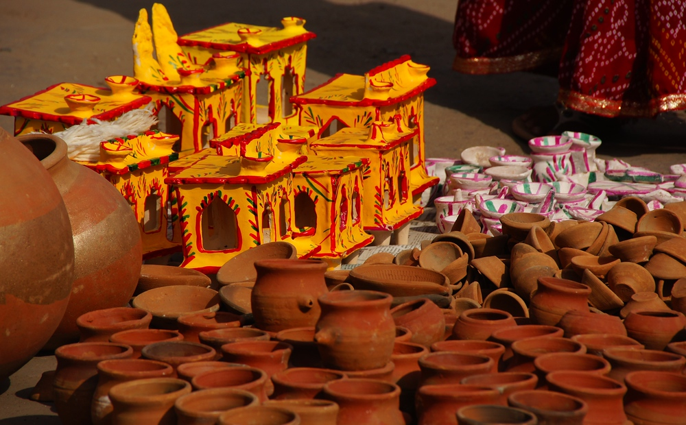 Some various forms of pottery and trinkets on display at the market.