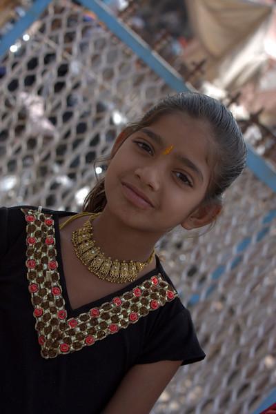 Sirdar Market - Cirdikot,  girl selling bracelets.