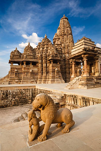 King and lion fight statue and Kandariya Mahadev temple