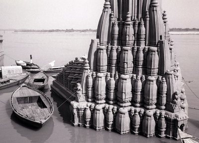 Sinking temple on the Ganges