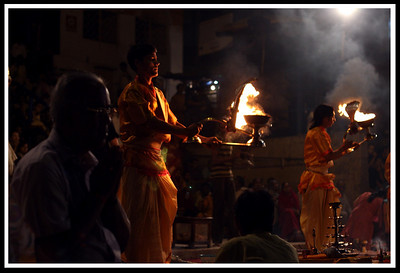 The bright halogen eyesore lamp was switched off during the ritual for maximum effect.
