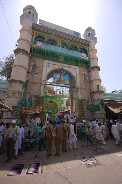 The entrance to the Dargah.