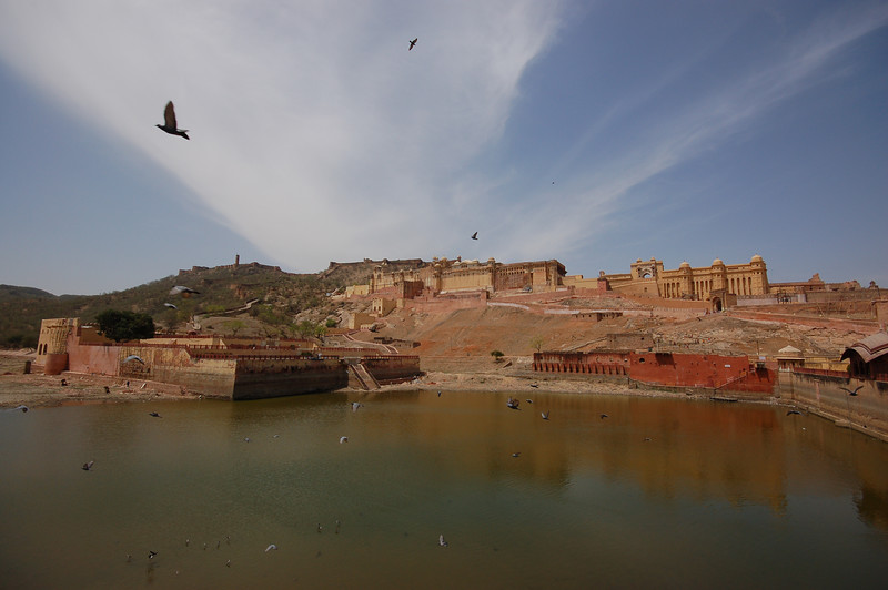 A view of the two forts: Amber and Jaigarh.