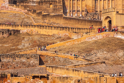 Visitors ascending to Amer (Amber) fort. Amer (near Jaipur), Rajasthan, India