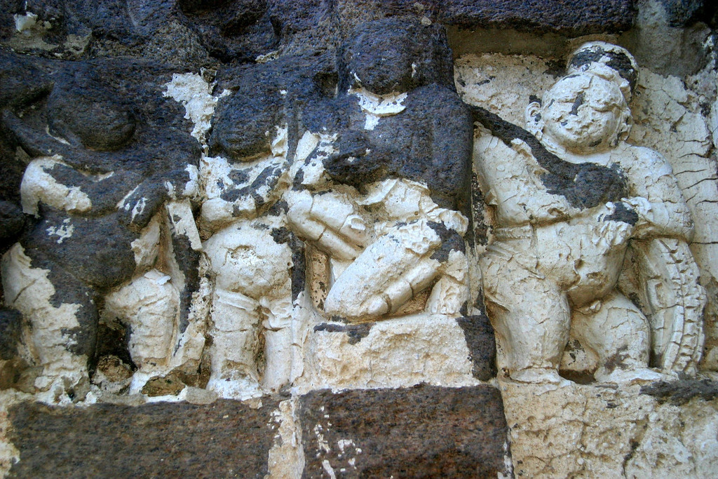 relief, on the shore temple in Mamallapuram