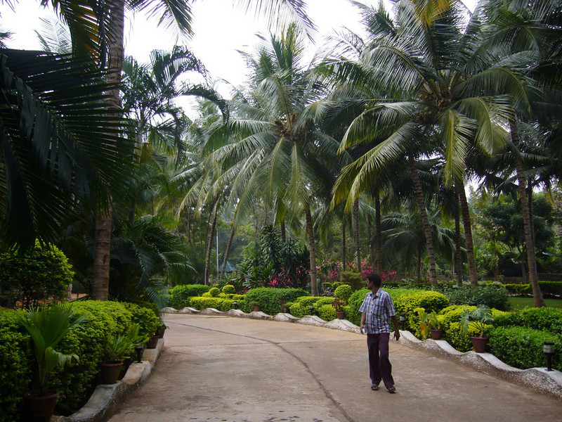 The grounds and gardens are nice, Black Thunder Resort. Train from Coimbatore to Madurai, Tamil Nadu, India