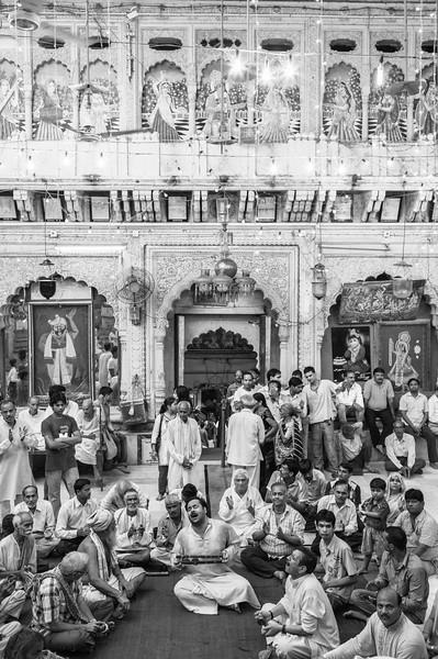 Religious singing, Dwarkadesh Mandir, Mathura