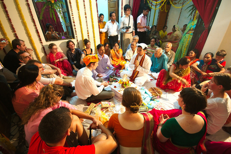 The guests watch the Tilak ceremony