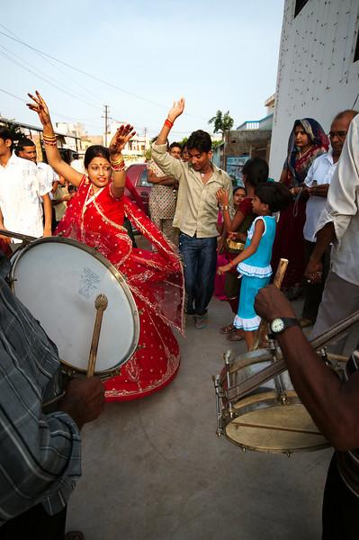 Jyoti and Chotu dancing outside the house