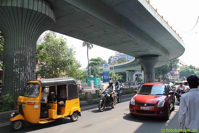 Der Verkehr in Chennai. Mal was anderes als der aurovillianische Dorfverkehr.