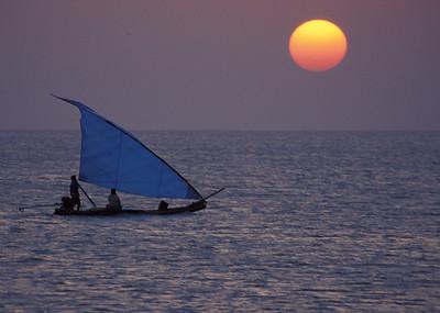 Boat off coast of SE India (Dhuneshkodi)